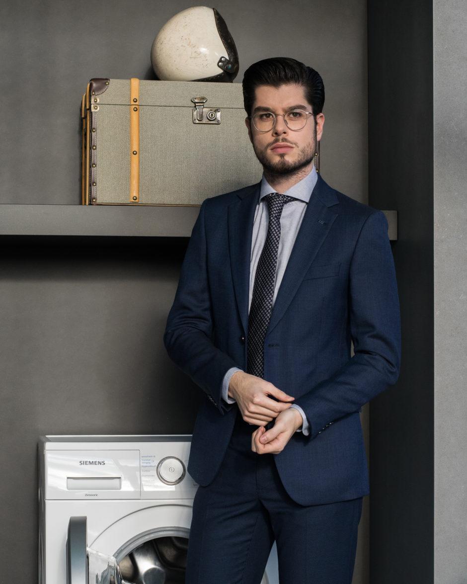 Clean navy suit thanks to Siemens sensoFresh